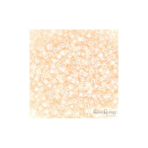 0052 - Off White AB - 11/0 Miyuki Delica gyöngy
