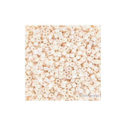 1530 - Opaque Bisque White Ceylon - 5 g - 11/0 delica gyöngy