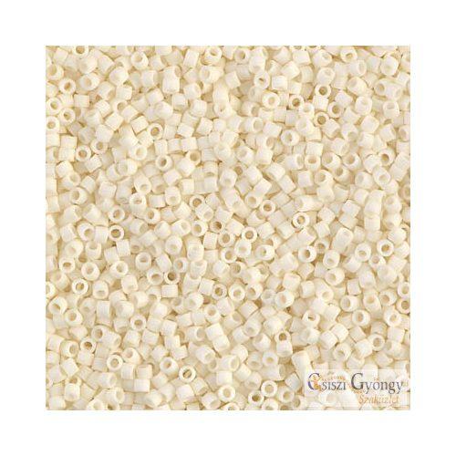 0352 - Opaque Matte Ivory - 5 g - 11/0 Miyuki Delica gyöngy