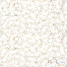I.C. Crystal Snow Lined - 10 g - 11/0 Toho japán kásagyöngy (981)